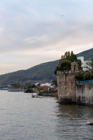 A church on the edge of the Sea of Galilee in Tibeias, Israel Standard-Bild