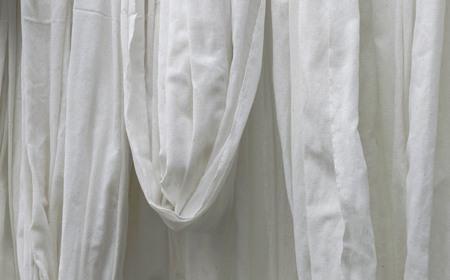 tela algodon: Pa�o de algod�n blanco que cuelga Foto de archivo