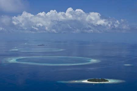 몰디브의 산호초의 산호 섬