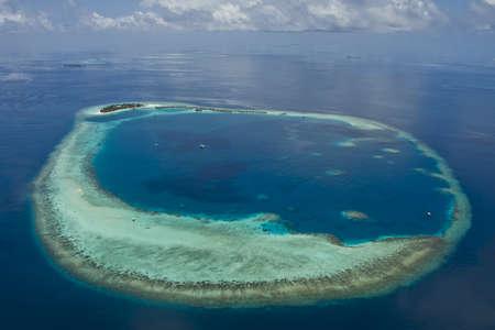 몰디브에서 최고의 산호초 산호 섬에 리조트