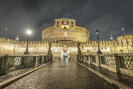 Ponte Sant Angelo, Vaticaanstad s nachts met geen mensen in de buurt Stockfoto - 25902630