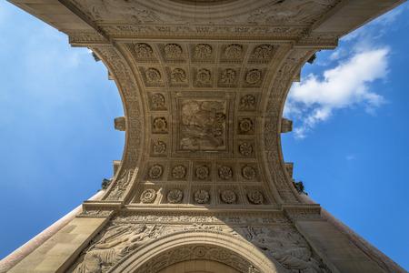 Details van het plafond van de Arc de Triomphe du Carrousel in Parijs, Frankrijk. Stockfoto - 28994014