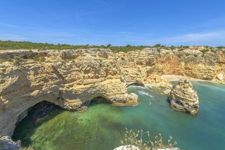 Rocky Coast view in a summer day in Algarve, Portugal. Stockfoto