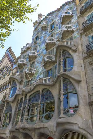 Barcelona - 16 juli: De gevel van het huis Casa Battlo ontworpen door Antoni Gaudi op 12 juli 2014 in Barcelona, ??Spanje