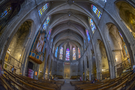 keystone light: Santa Maria del Mar - cathedral of the sea, Barcelona, Spain Editorial