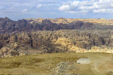 Bergen panorama in de buurt van Petra in Jordanië. Stockfoto - 35085163