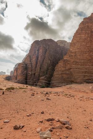 Bergen van Wadi Rum woestijn, Jordanië Stockfoto - 35597276