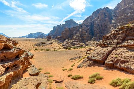 Bergen van Wadi Rum-woestijn, Jordanië Stockfoto - 35597285