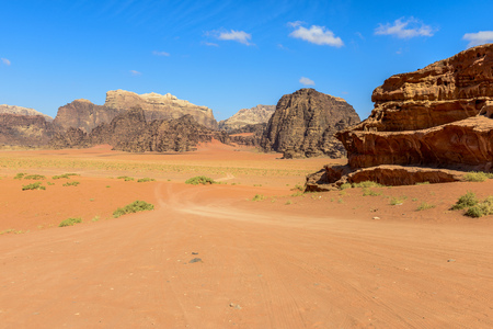 Bergen van Wadi Rum woestijn, Jordanië Stockfoto - 35597291