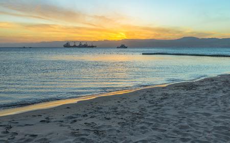 Golf van Aqaba in Jordanië bij zonsondergang uur. Stockfoto - 37828279