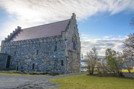 Haakon's Hall is een middeleeuwse stenen hal zich in het Bergenhus vesting. Dit Hall is de grootste middeleeuwse seculiere gebouw in Noorwegen. Stockfoto - 38763868
