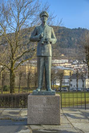 Standbeeld van koning Hakon VII van Noorwegen, in Bergen, Noorwegen. Stockfoto - 38763875