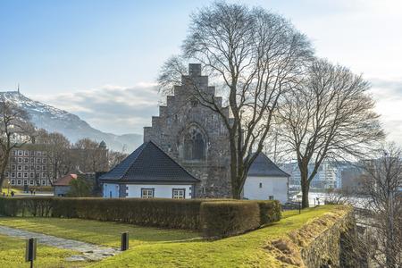 Haakon's Hall is een middeleeuwse stenen hal zich in het Bergenhus vesting. Dit Hall is de grootste middeleeuwse seculiere gebouw in Noorwegen. Stockfoto - 38763876