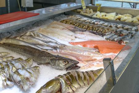 De beroemde vismarkt in Bergen - een van de zeer bezochte toeristische attracties in Bergen. Stockfoto - 38760091