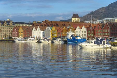 Bergen, Noorwegen - 14 februari 2015: historische gebouwen van Bryggen in de Stad van Bergen, Noorwegen Stockfoto - 38763942