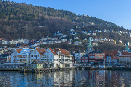 Bergen, Noorwegen - 14 februari 2015: historische gebouwen in de Stad van Bergen, Noorwegen Stockfoto - 38763961