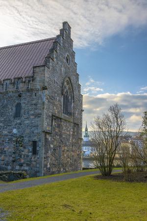 Haakon's Hall is een middeleeuwse stenen hal zich in het Bergenhus vesting. Dit Hall is de grootste middeleeuwse seculiere gebouw in Noorwegen. Stockfoto - 38764224