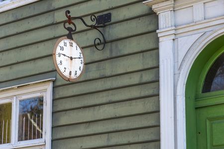 Dit museum biedt een zeldzame blik op een kleine stad leven in de 18e en 19e eeuw met diverse antieke woningen en winkels, een bakkerij, en zelfs de plaatselijke kapper en de tandarts van de stad. Stockfoto - 38764225