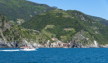 Tourists on a boat arriving to Vernazza, one of the five towns that make up the Cinque Terre region Stockfoto