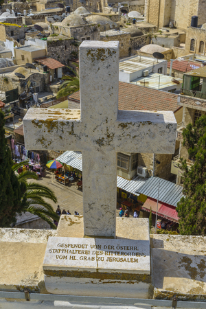 Cross at the roof top of the Austrian Hospice in Jerusalem old city. Stockfoto