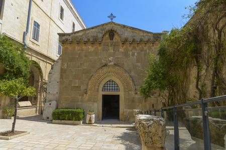 Church of the Flagellation, volgens de evangeliën op deze plaats de Romeinse soldaten geselen Jezus Christus en op hem de kroon van doornen en een paarse lijkwade Stockfoto - 80768394
