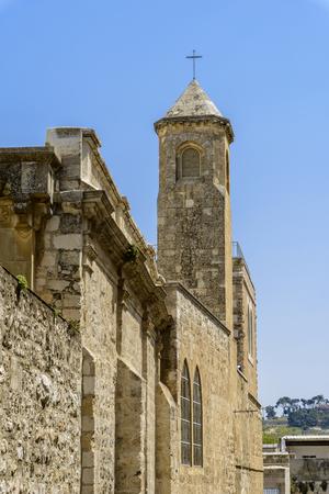 Kerk van de geseling, volgens de evangeliën op deze plaats de Romeinse soldaten geselen Jezus Christus en op hem de kroon van doornen en een paarse lijkwade Stockfoto - 80893675