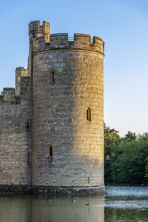 Historic Bodiam Castle and moat in East Sussex, England Stockfoto - 134815812