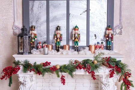 Beautiful holiday decorated room with Christmas tree, fireplace and with presents. Cozy winter scene. White interior. Christmas nutcracker Banque d'images