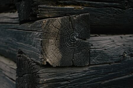 Wood logs wall of old rural house perfect for background Imagens