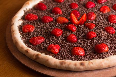 チョコレートのピザ デザート苺と振りかけると 写真素材