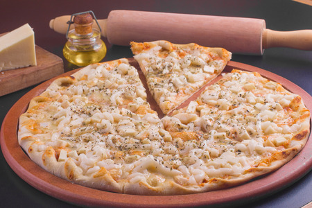 palmetto: Pizza of Palmetto and Catupiry with herbs