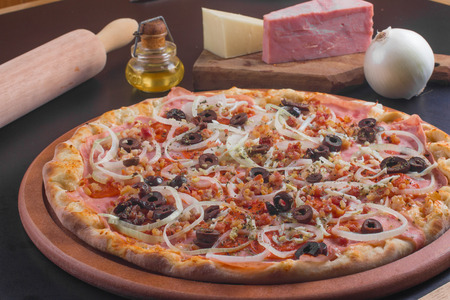 palmetto: Traditional Calabresa Pizza with onions, olives and palmetto Stock Photo