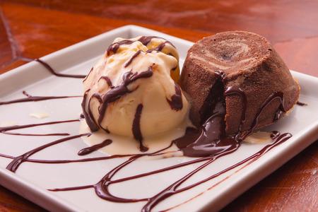 gateau: Petit Gateau Dessert with vanilla ice cream