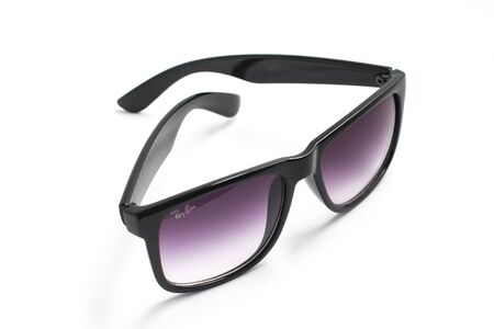 ray ban: Black Classic Ray Ban Glasses in white background