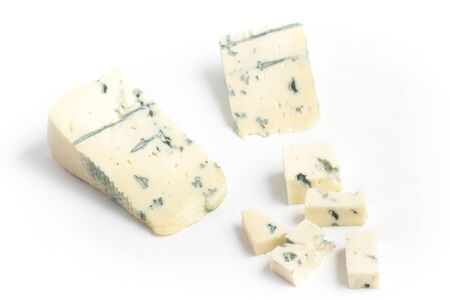 Gongonzola チーズのスライス。白い背景に分離されたロック フォール 写真素材