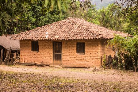 adobe wall: Adobe House in Brazil, chapada dos veadeiros, goias Stock Photo