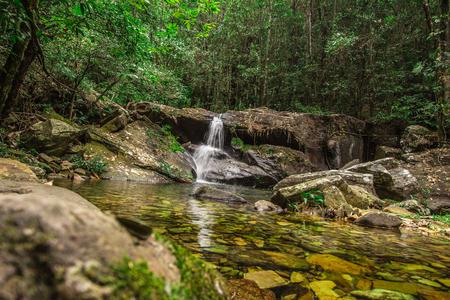 Pirenopolis、ゴイアス州、ブラジルのロザリオ滝川