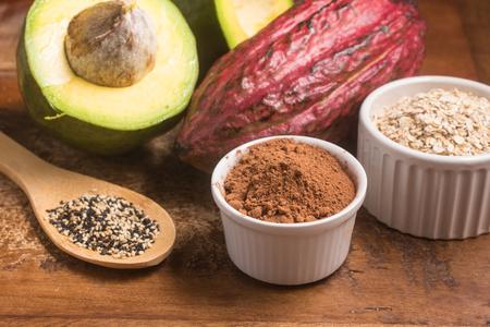 亜鉛の高い食品:ココア、ゴマ、オート麦、アボカド