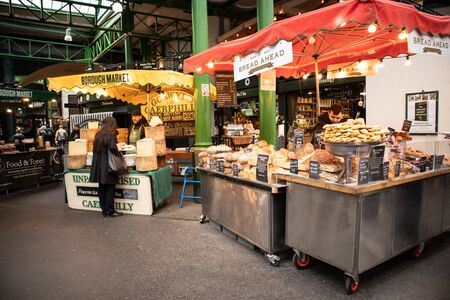 London, England - APRIL 2, 2019:Stalls at the Borough Market in Southwark, London, UK 写真素材 - 133706848