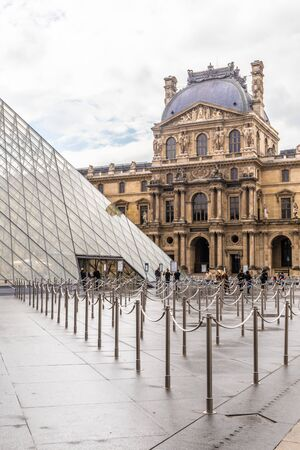 Paris, France - APRIL 9, 2019: Alternative angles of the Louvre Museum, Paris, France 写真素材 - 133706856