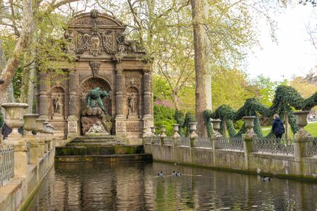 Paris, France - APRIL 9, 2019: Medici Fountain in the Luxembourg Garden, Paris, France 写真素材 - 133706867