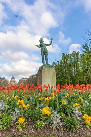 Paris, France - APRIL 9, 2019: Luxembourg Garden. Beatiful Tulips. Paris, France, Europe 写真素材 - 133706869