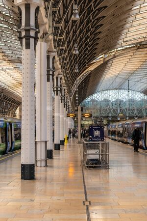 London, England - APRIL 1, 2019: Interior architecture of Paddington Train station in London, UK 写真素材 - 133706904