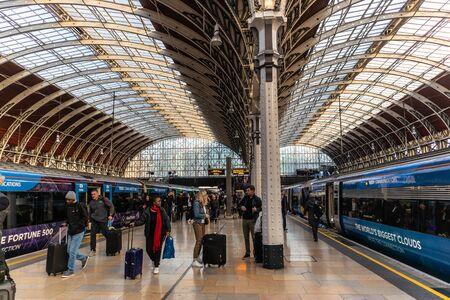 London, England - APRIL 1, 2019: Interior architecture of Paddington Train station in London, UK 写真素材 - 133706907