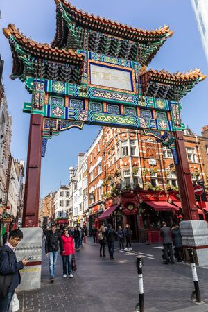 London, England - APRIL 1, 2019: China Town area of Soho, London, UK 写真素材 - 133706908