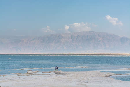 Lowest salty lake in world below sea level Dead sea, full of minerals near luxury vacation resort Ein Bokek, perfect place for medical treatments, climatotherapy, thalassotherapy and heliotherapy. Stockfoto