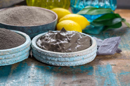 Ancient nature minerals, different types of clay used for skincare, spa treatments, face masks, gray, black, green and blue mud Banque d'images - 102851480