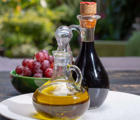 Black aged natural balsamic vinegar dressing from Modena, Italy and high quality olive oil Stockfoto