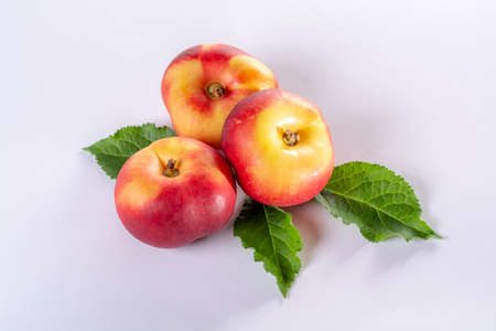 New hybrid sweet fruit nectarina platerina, flat Saturn or donut nectarine peaches close up 스톡 콘텐츠 - 105822977