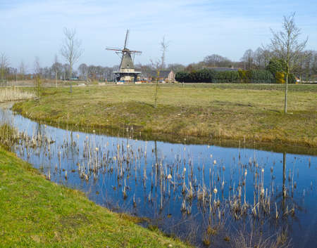 Spring landscape with traditional Dutch windmill in Brabant near Oerle Stockfoto